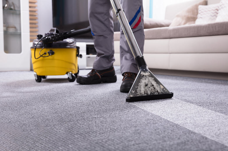 concord-carpet-cleaning-company-employees-at-work-cleaning-carpet-rug-upholstery